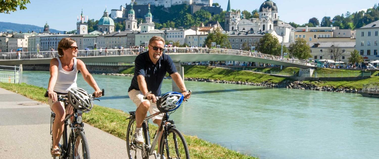 Radfahren an der Salzach in der Stadt Salzburg