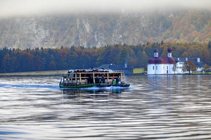 Almabtrieb auf dem Königssee mit St. Bartholomä