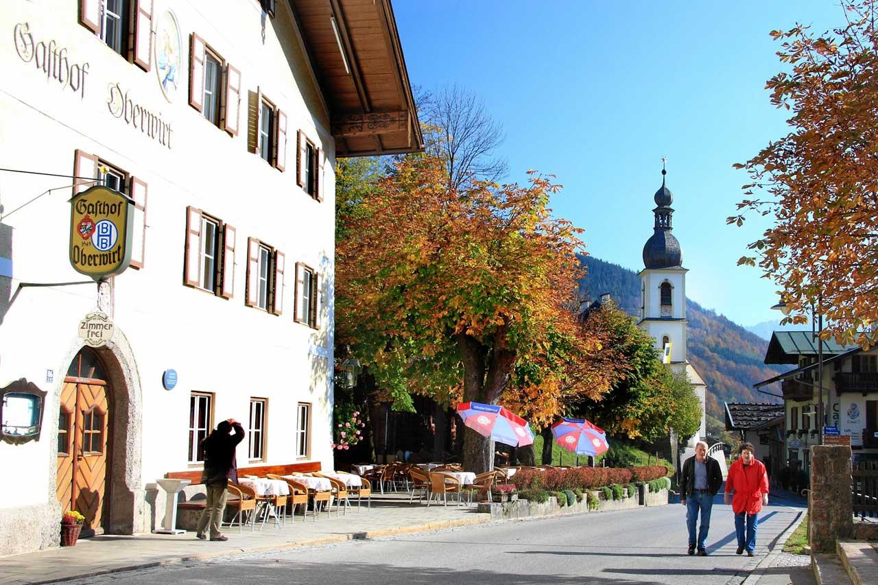Ortskern von Ramsau mit dem Oberwirt und Kirche