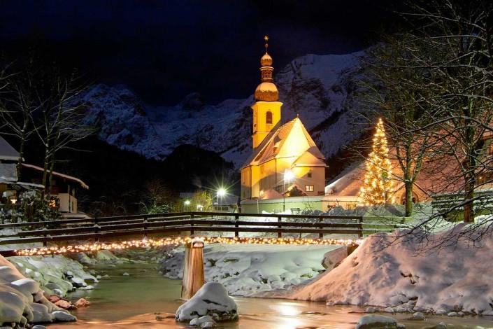 Kirche von Ramsau im Winter - St. Sebastian