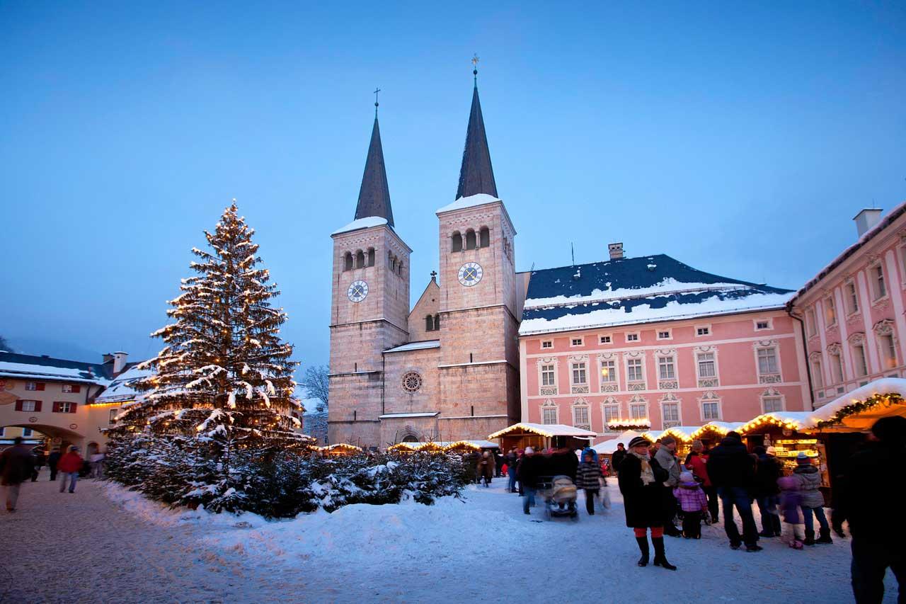 Advent Markt vor der Stiftskirche im Markt Berchtesgaden