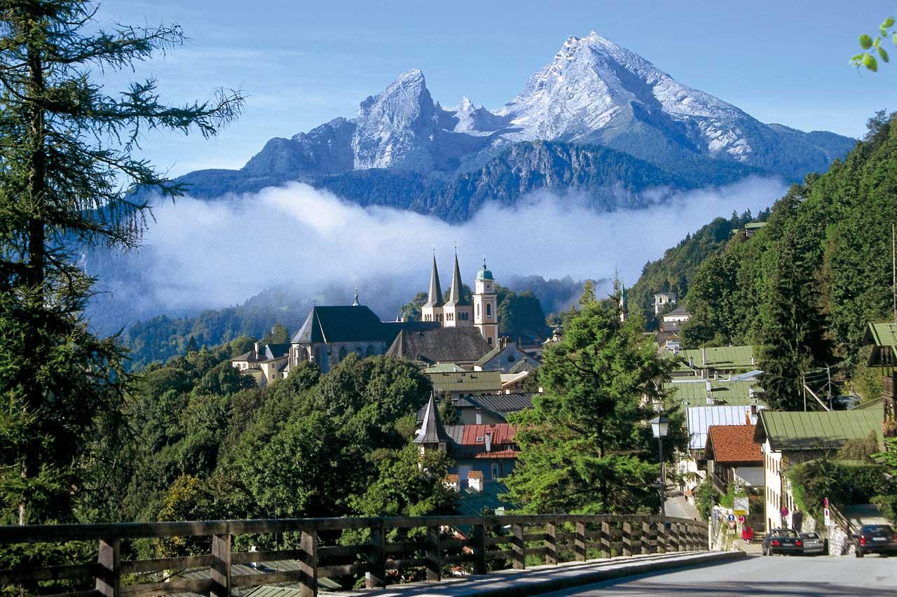Markt Berchtesgaden mit Blick auf den Watzmann