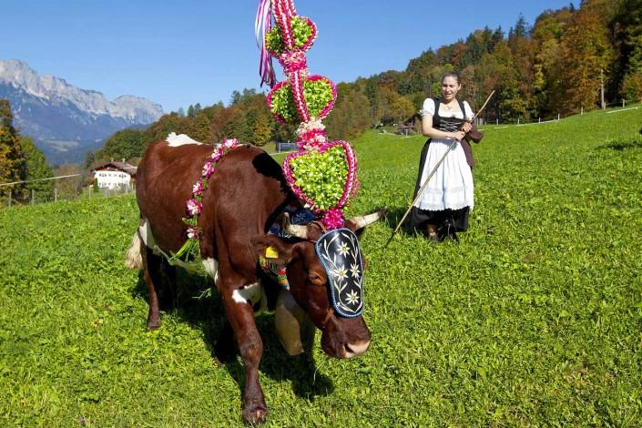 Sennerin beim Almabtrieb in Berchtesgaden
