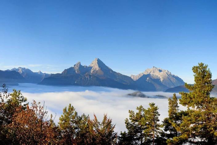 Berchtesgadener Land mit Watzmann im Nebel