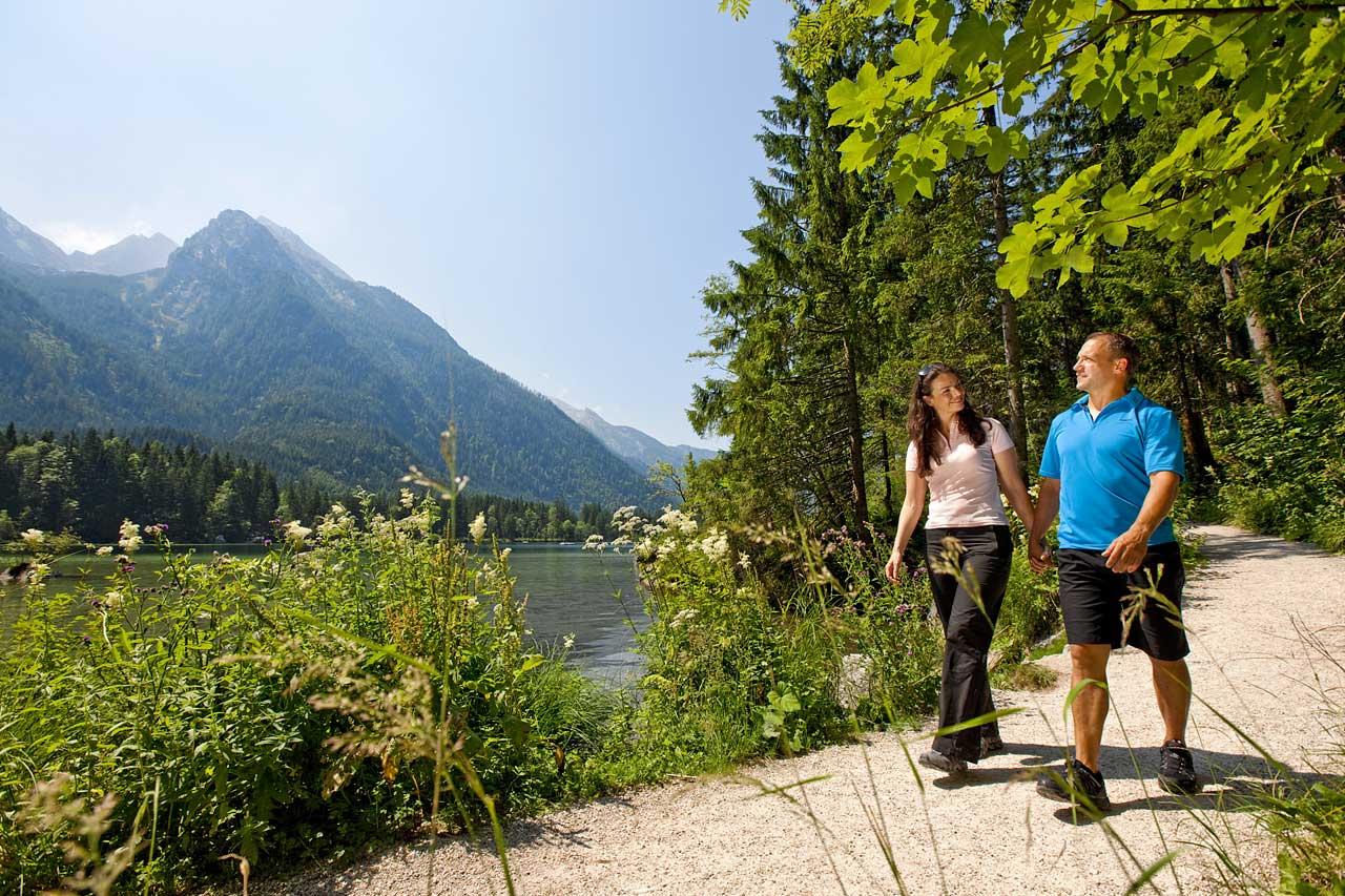 Spazieren am Hintersee mit Blick zum Blaueisgletscher